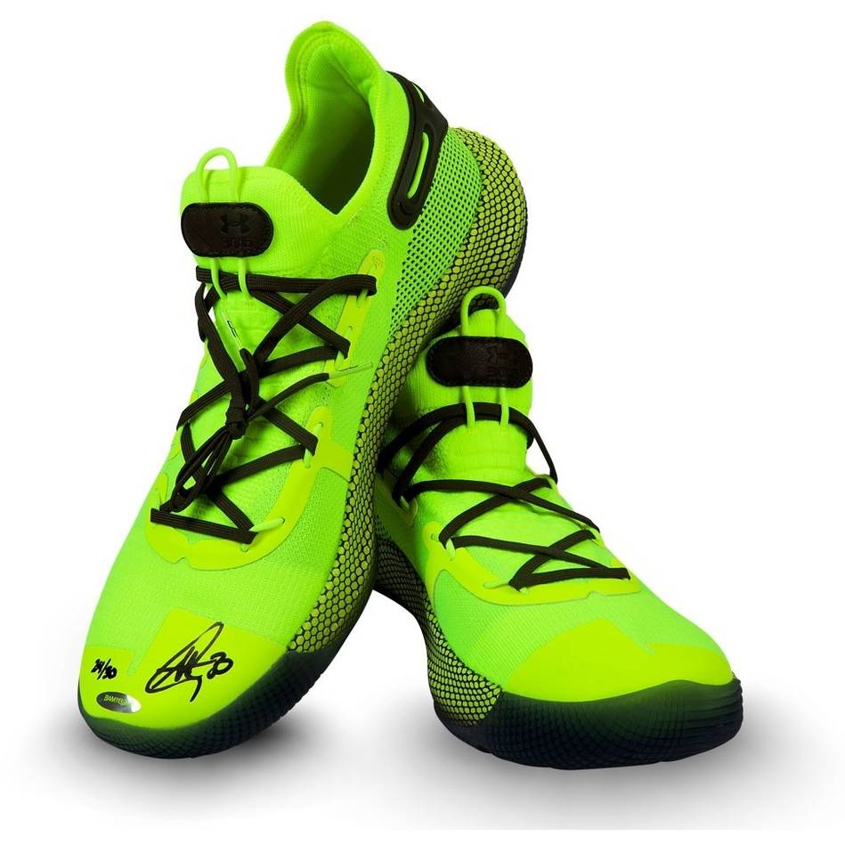 mainStephen Curry Signed Under Armour Shoes0